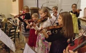 Suzuki violinists in concert